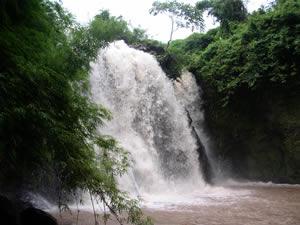 カチャン滝