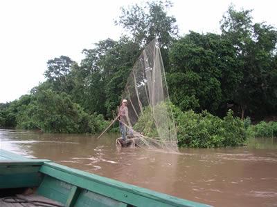 200607031クラチェ・漁の様子.jpg